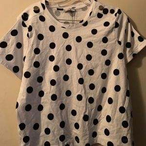 T shirt with silver buttons on shoulder